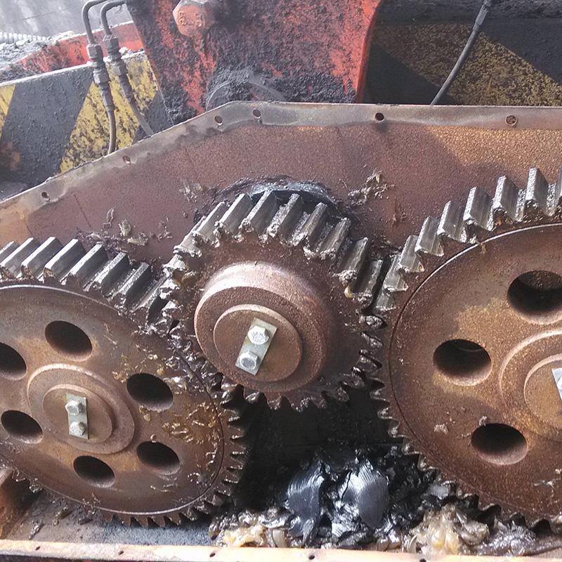 斗轮机走行齿轮箱清理
