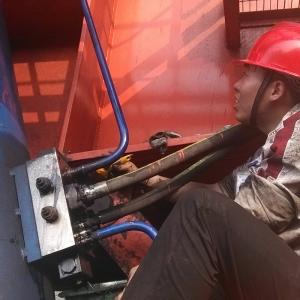 斗轮机俯仰油缸阀组检修